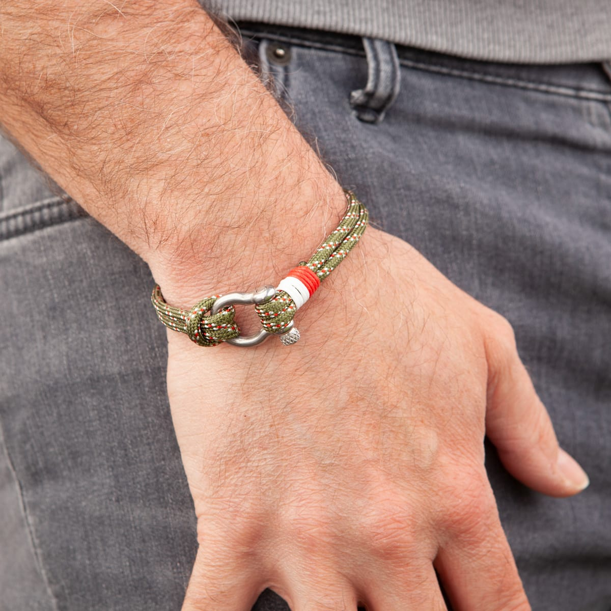 Armband survivor grün